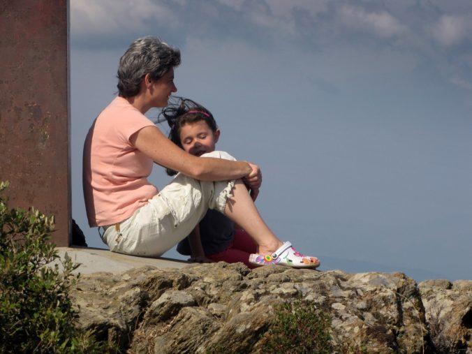 nadenken, moeder en kind